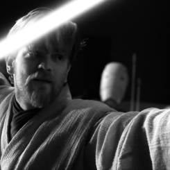 Obi-Wan Kenobi wielding his lightsaber against General Grievous (Star Wars)